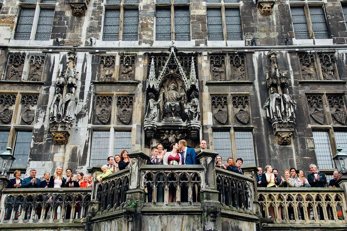 Aachener Rathaus Hochzeitsgruppenfoto