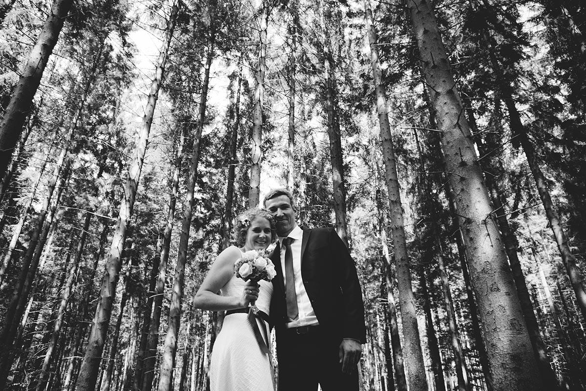 Fotoshooting Brautpaar Wald