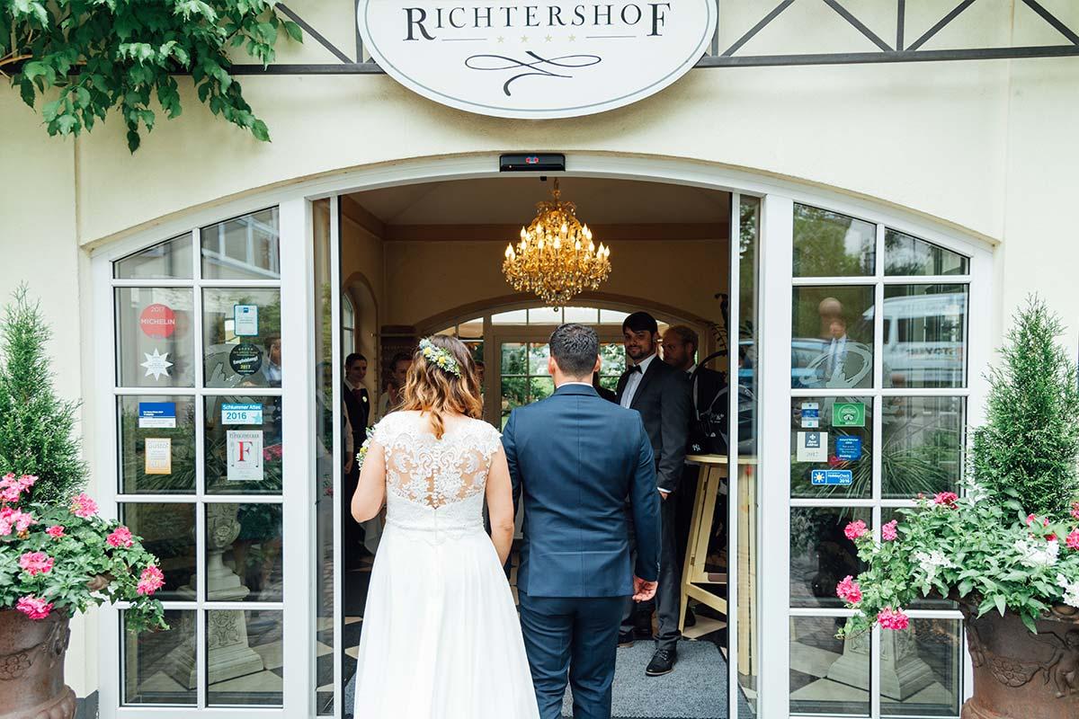 Ankunft Brautpaar Weinromantikhotel Richtershof