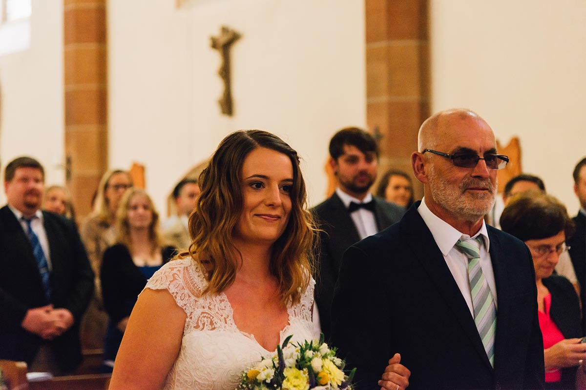 Braut mit Vater Kirche Altrich