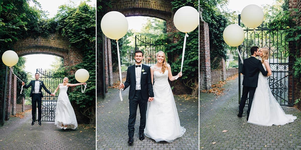 Brautpaar mit großen Luftballons