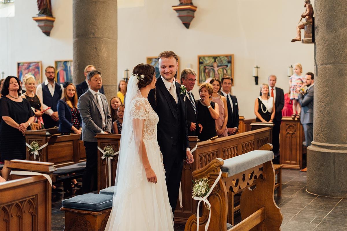 Ankunft Braut Kirche Altar