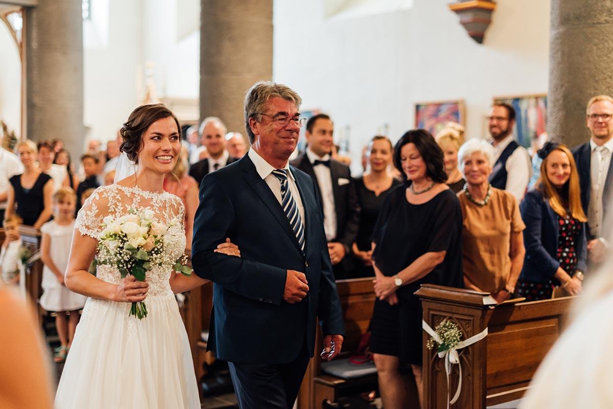 Einzug Kirche Braut Hochzeit