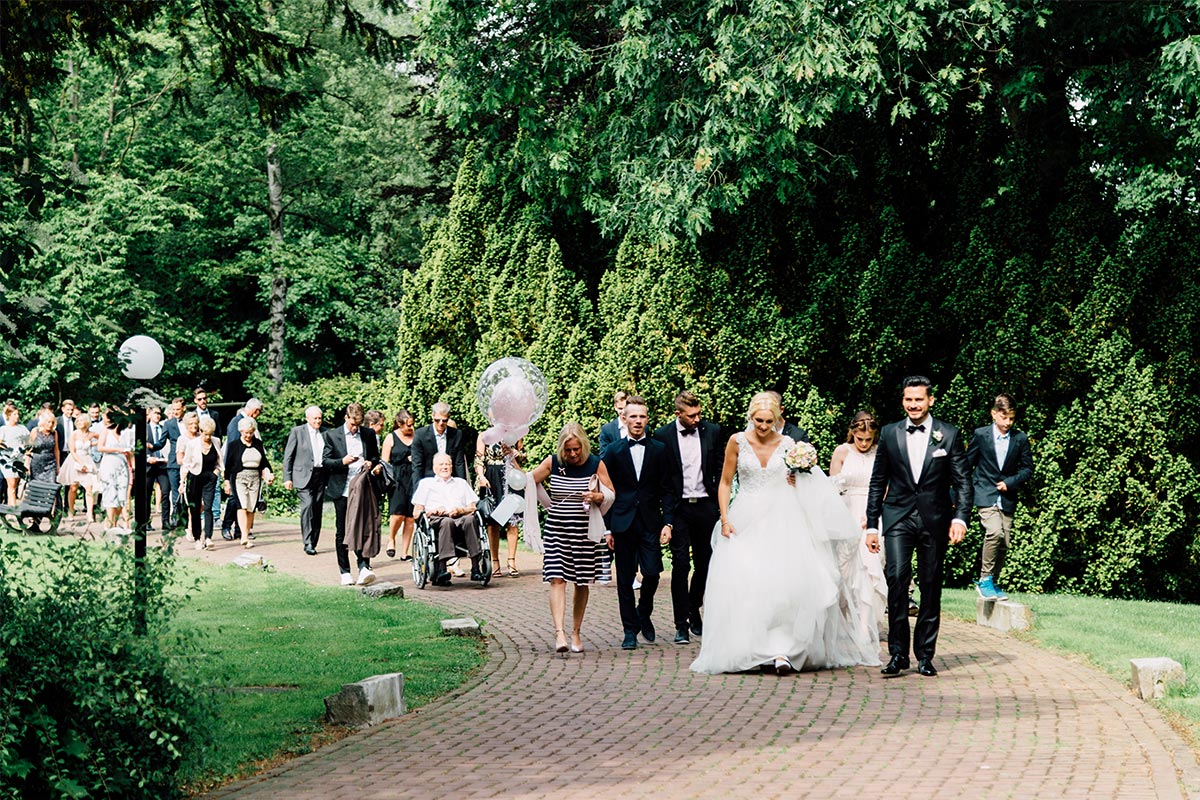 Ankunft Hochzeitsgesellschaft Schloss Rahe