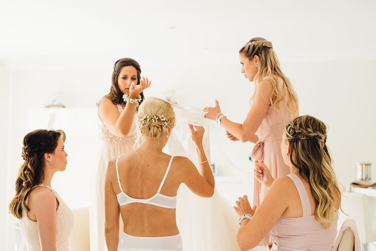 Getting Ready Brautkleid und Brautjungfern