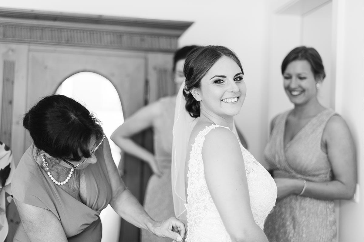 Glückliche Braut - Getting Ready