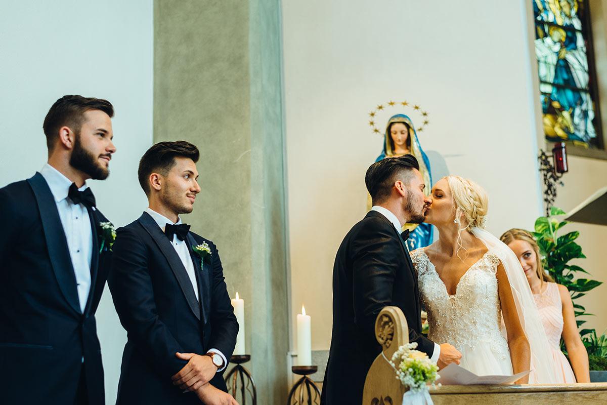 Kirchliche Hochzeit Beggendorf Kuss