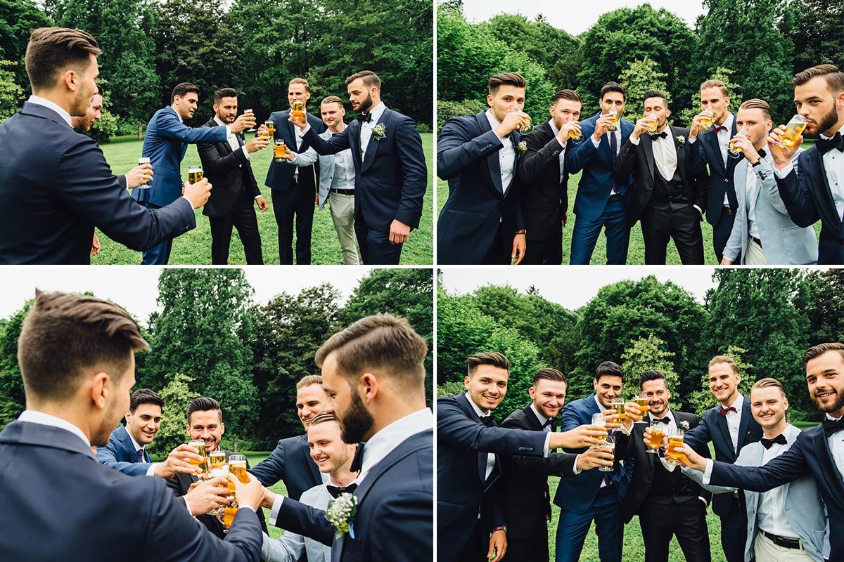 Moderne Gruppenfotos Bräutigam Bier
