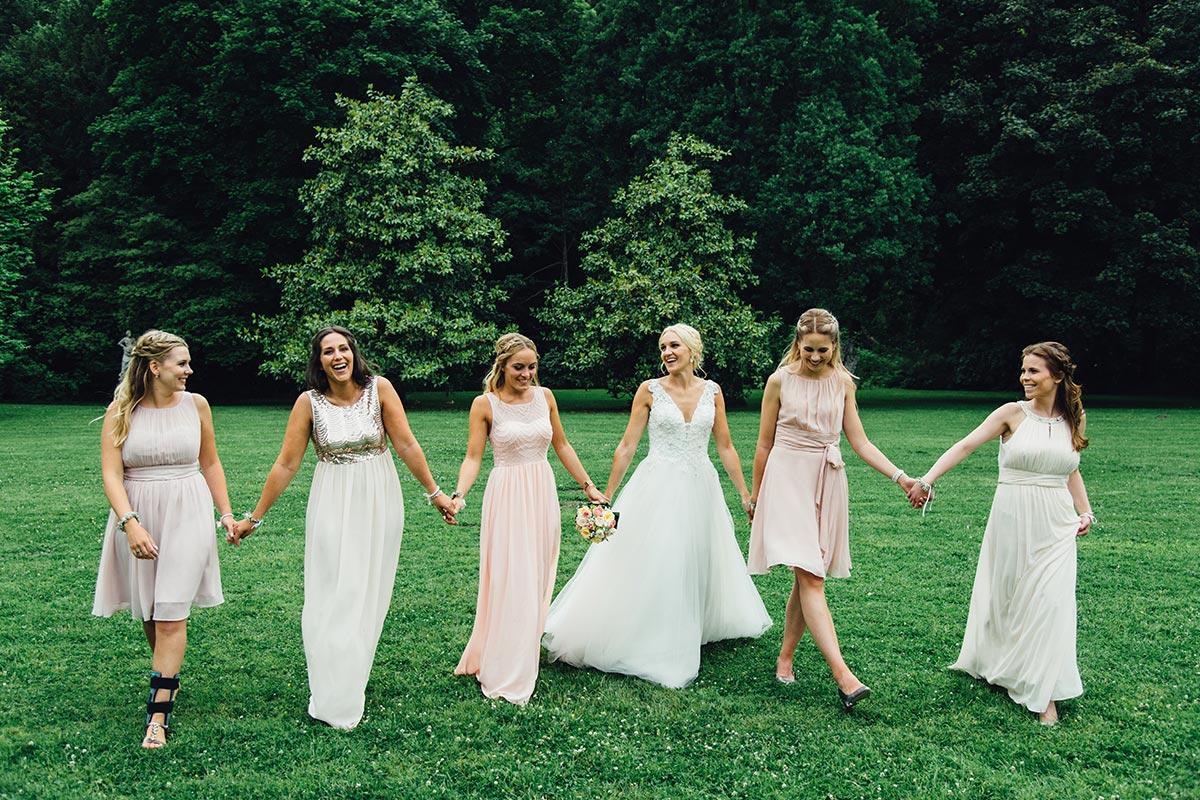 Moderne Gruppenfotos Vintage Look Braut Brautjungfern