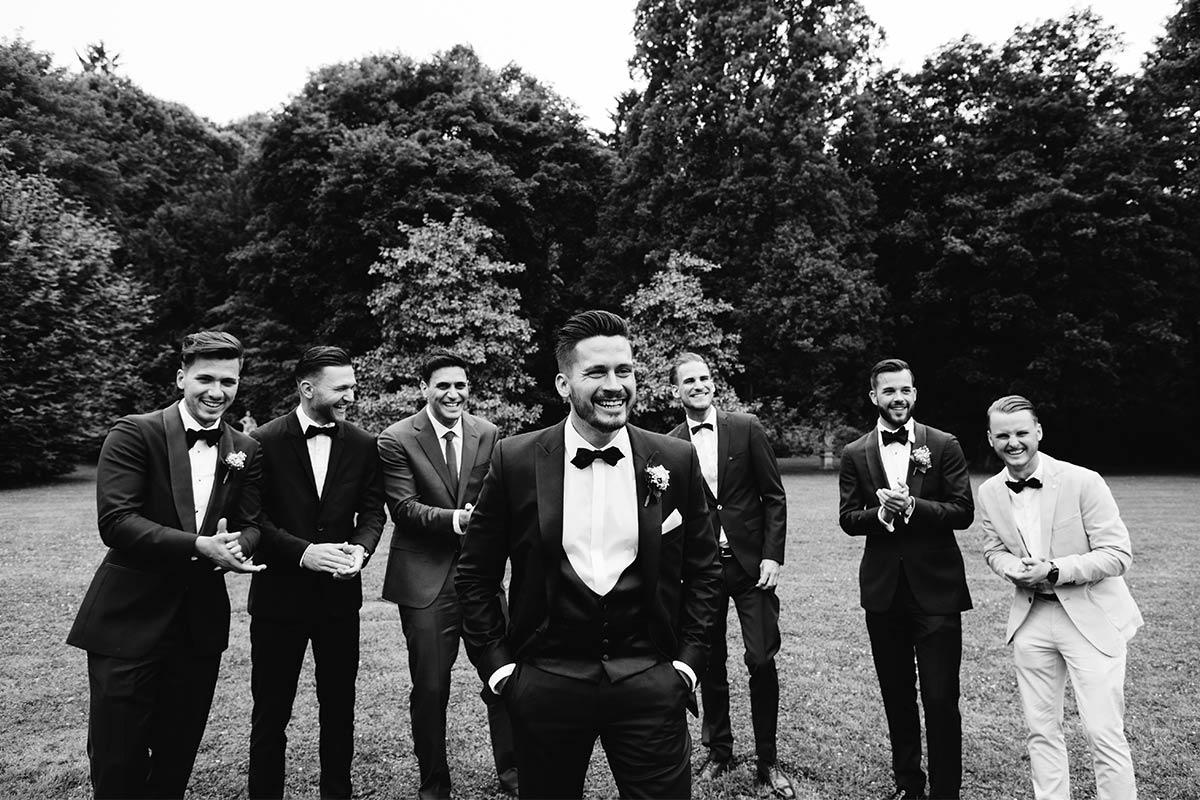 Moderne Hochzeitsfotos Gruppenfotos Bräutigam