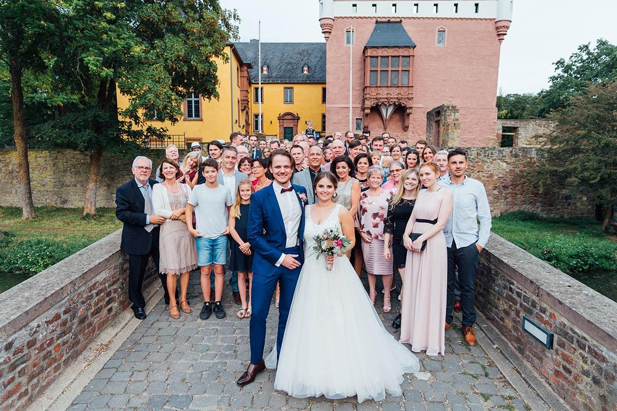 Schloss Burgau Hochzeit Gruppenfoto