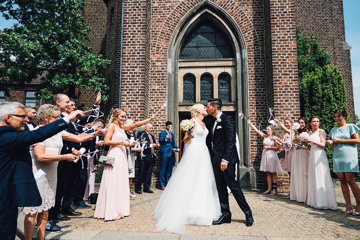 Vintage Hochzeitsreportage Hochzeitskuss Beggendorf